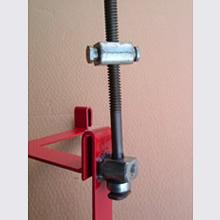 受け台フレームへのネジ支柱の取付はアーク溶接