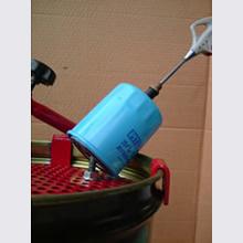 フィルターを30°〜45°位傾けた状態を保ち、再度エアー加圧する